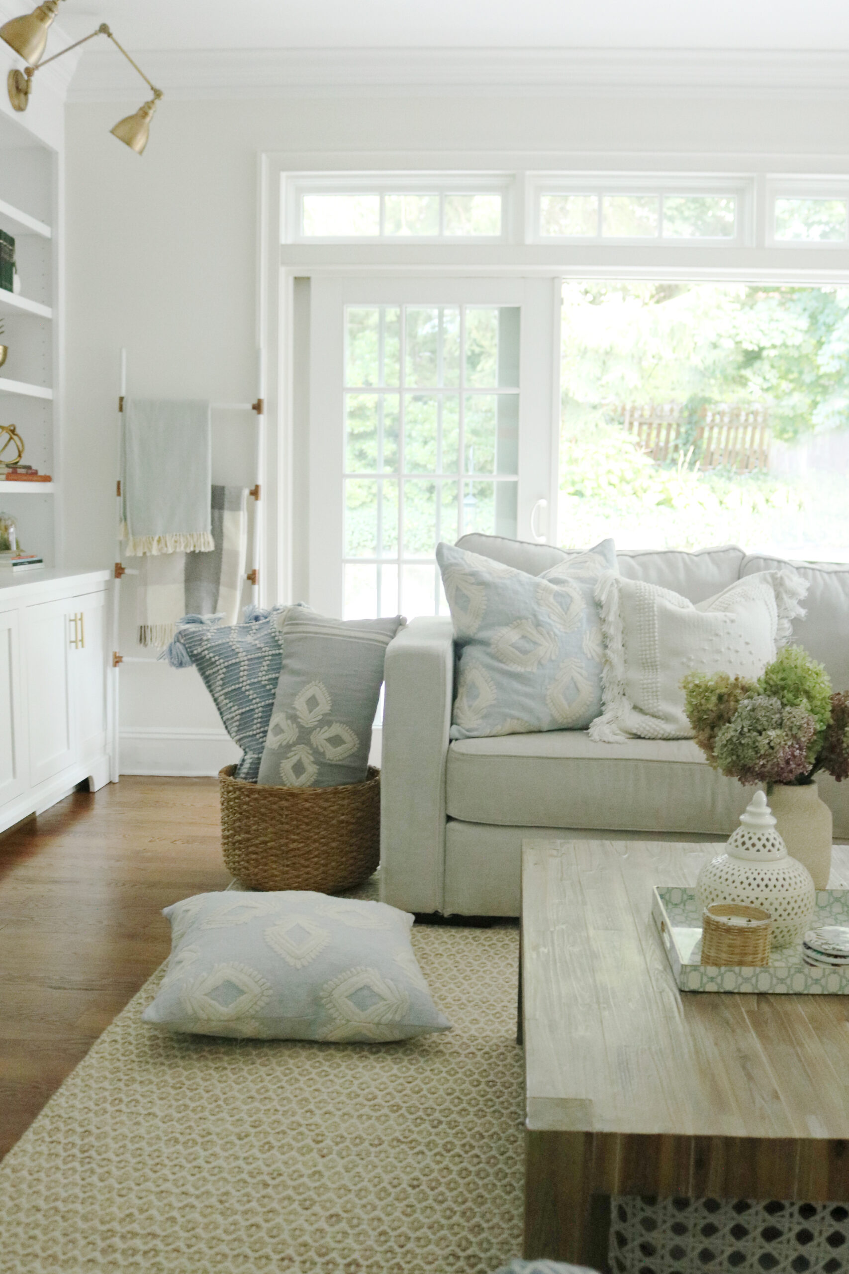 Budget-friendly fall home decor | Darling Darleen Top Lifestyle Blogger  Fall pillows